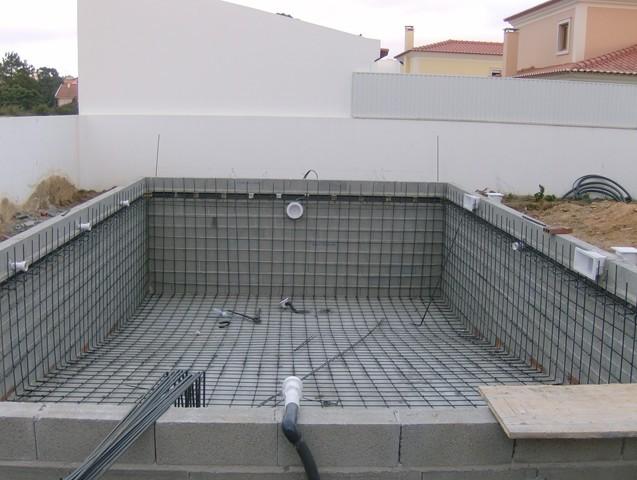 Constru o de piscinas em bet o armado poolarea - Material para piscinas ...